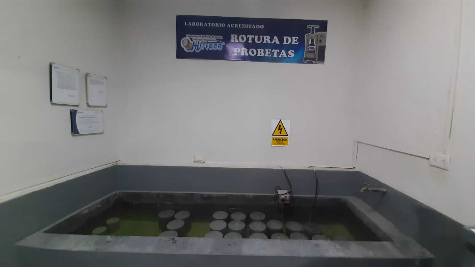 Pozas de curado de testigos de concreto - Laboratorio Acreditado Hurteco